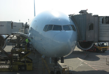 Picture of a Boeing 777 at the gate